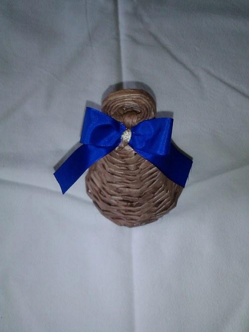 Zvoneček hnědý s modrou mašlí