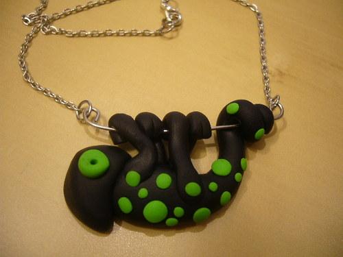 Náhrdelník - chameleon černo-zelený