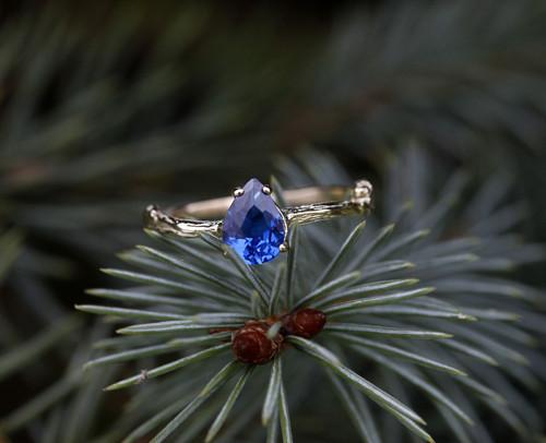 Větvičkový se zirkonem barvy safíru, růžové zlato