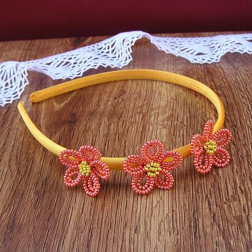Čelenka s kytičkama z korálků - oranžová na žluté