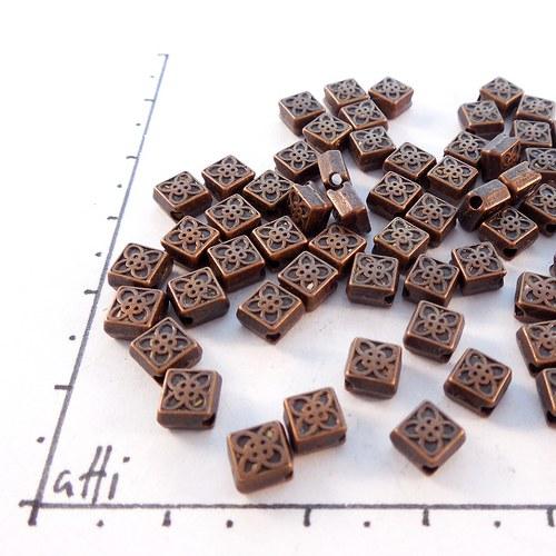 Kovové čtverečky 5,5 mm staroměď 20  ks