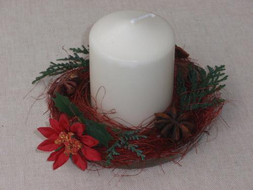 Vánoční dekorace se skořicí a badyánem
