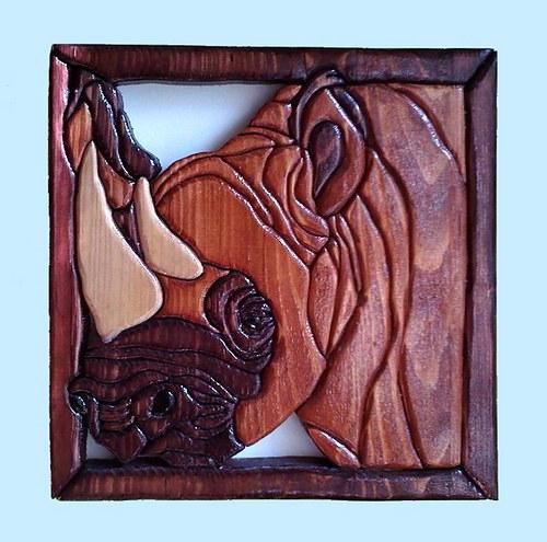 Nosorožec - intarzie na zeď
