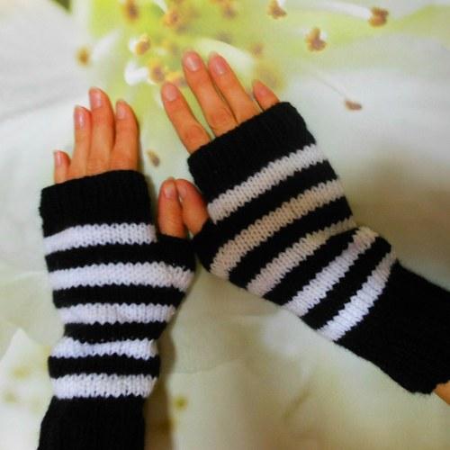 ruce v teple proužkované