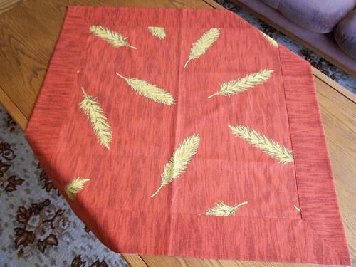 Ubrus středový se žlutými listy