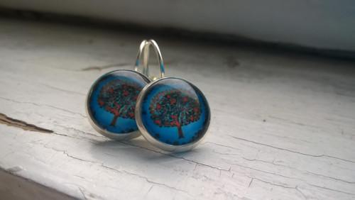Naušnice strom modré pozadí