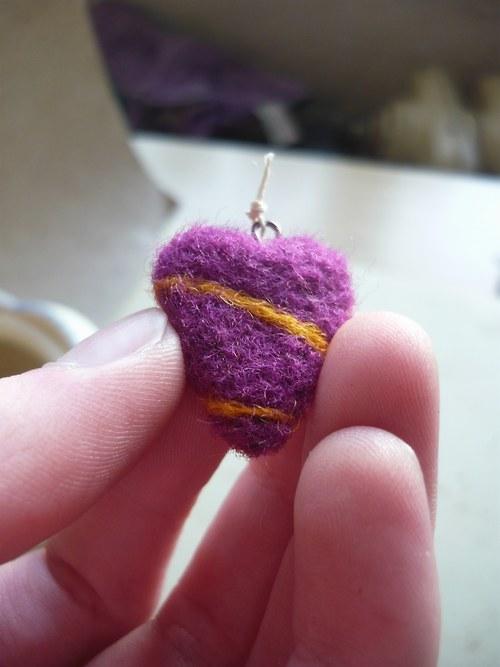 Plstěné srdíčko (fialová se žlutou)