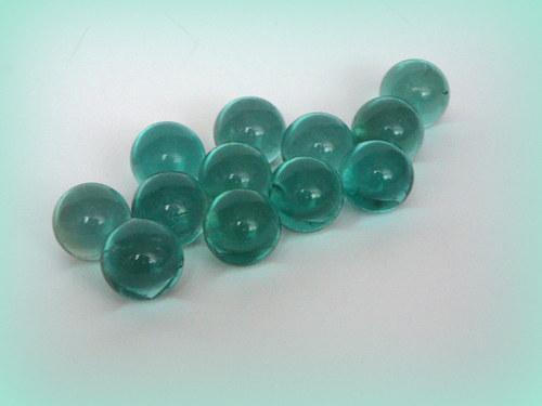 Skleněné kuličky modré.