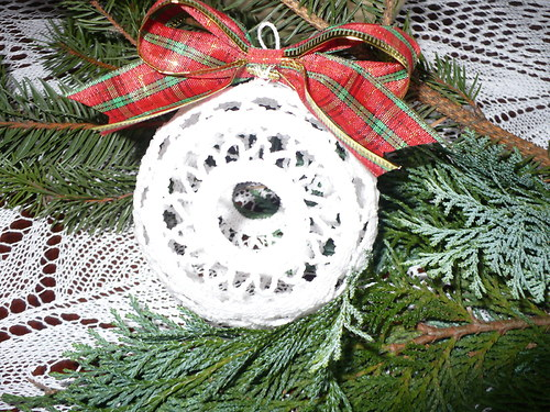 Velká háčkovaná vánoční ozdoba Koule
