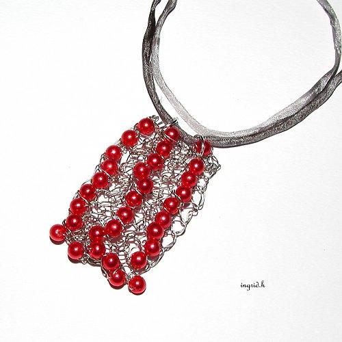 Háčkovaný drátěný náhrdelník
