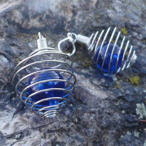 Uvězněná modrá