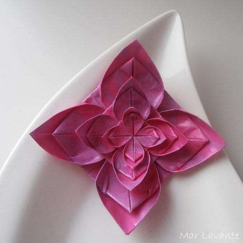 Origami brož symetrická růžová