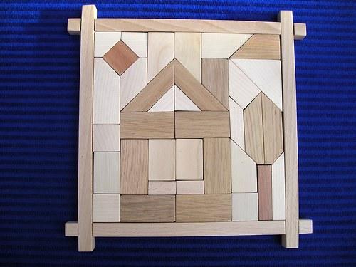Domek s třešní - dřevěná skládačka