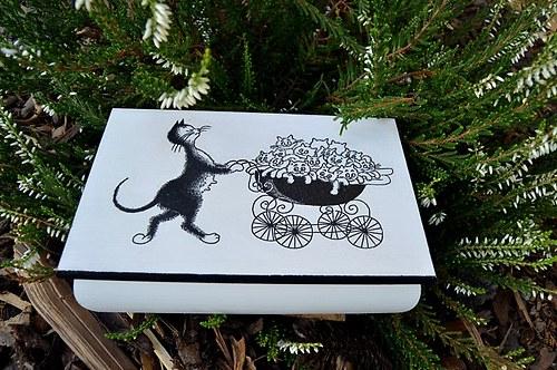 Truhlička - kočka s kočárem