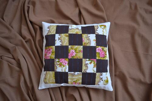 Patchworkový povlak na polštář - s růžičkami