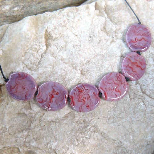 Růžovo - červené placky - vinuté perle