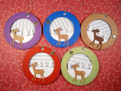 Vánoční visačky - srnečka v barevné baňce