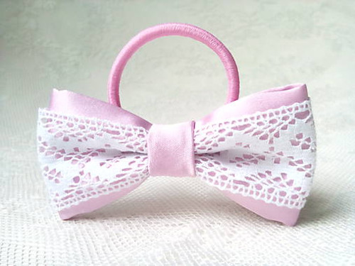 Folklore hair bow (pink/white)