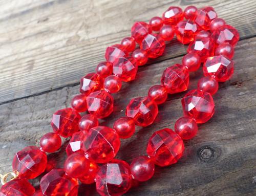Rudé poklady...retro plastové korále