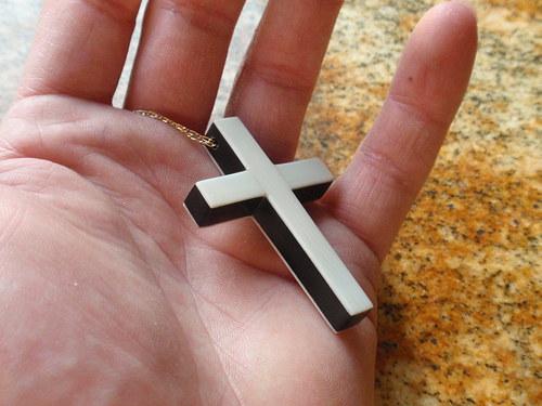 Křížek z Ebenu v kombinaci se slonovinou
