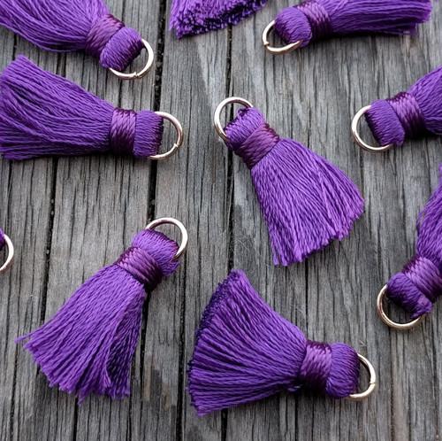 Luxusní ozdobné střapce - tm. fialové, 2 kusy