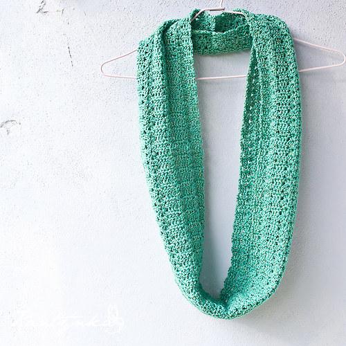 Zelený třpytivý nákrčník