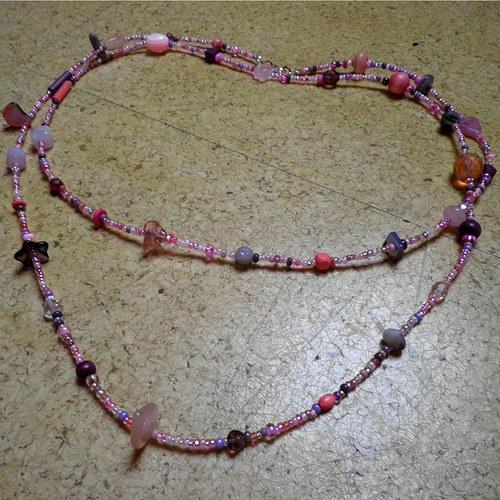 růžovofialový