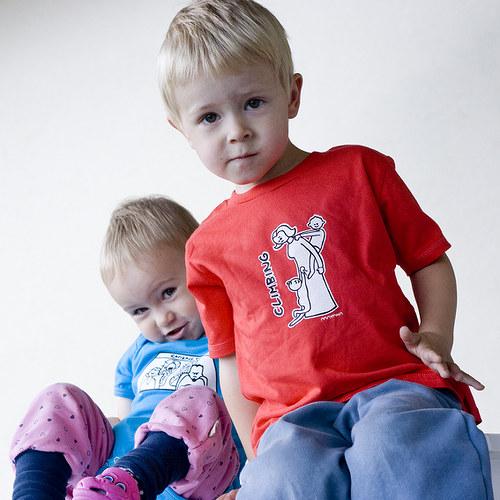 Dětské triko Šplhání po mamince