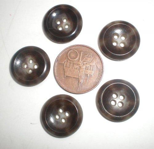 5 hnědých knoflíků