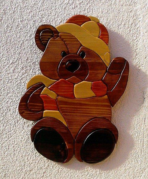 Veselý medvídek v zimním oblečení