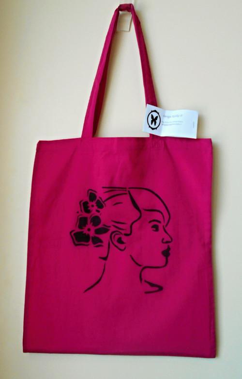 Fuchsiová taška s dívkou