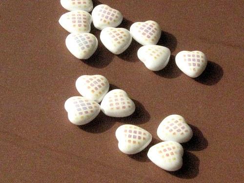 Srdíčka bílé 10/10 mm, 14 ks s AB efektem