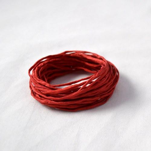 Hedvábná šňůrka šarlatově červená