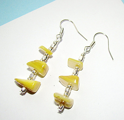 356. náušnice -  střípky  perleti žluté