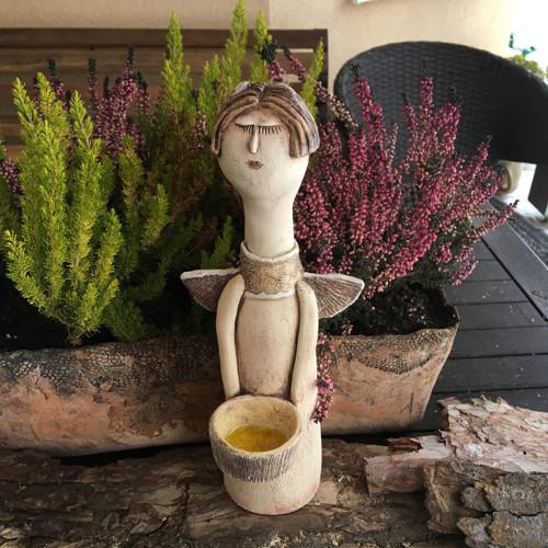 Keramická andělka-svícen
