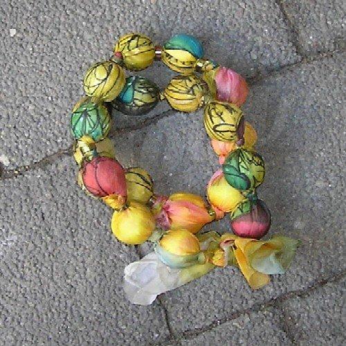 Korále z hedvábí