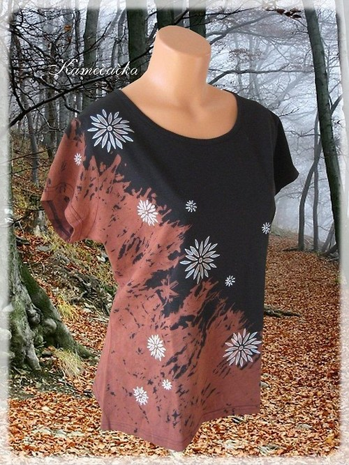 černé dámské tričko s květinami 1