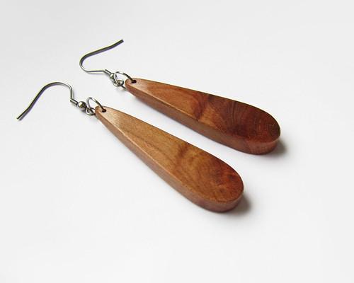 Dřevěné náušnice ze švestky