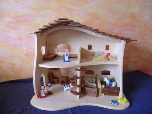 Domeček pro panenky I.