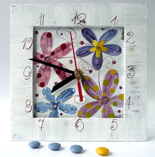 hodiny s kukačkou - bílé s květy