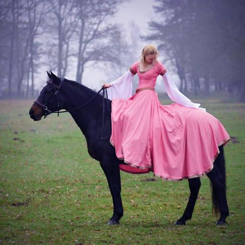 Iseult : Jezdecké romantické šaty