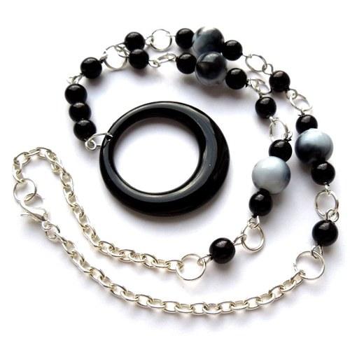 Náhrdelník s černým kruhem