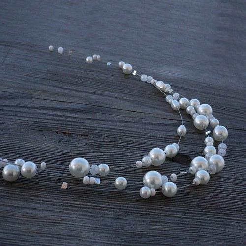 Bílý třířadý náhrdelník d.