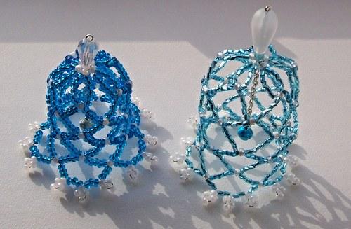 Vánoční zvonky z korálků - modré 2ks