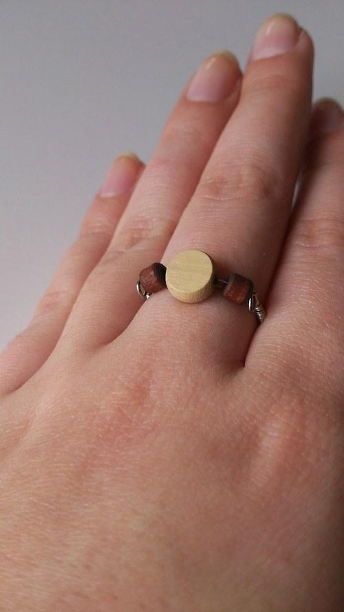 Dřevěný prstýnek