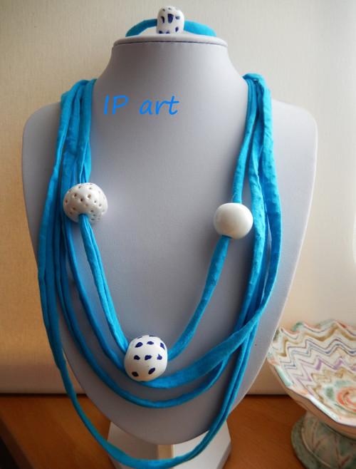 Úpletový náhrdelník s porcelánovými korálky