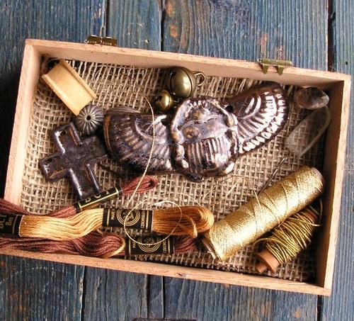Zlatý Skarabeus- keramický brouk