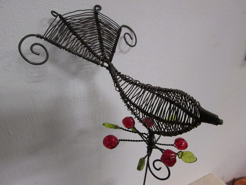 Ptáček s bobulkama červenýma