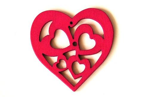 dřevěná srdíčka- sytě růžová