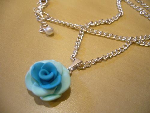 Náhrdelník - růže tyrkysovo-mentolová